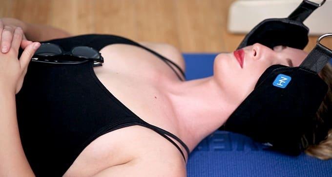 расслабляет мышцы шеи