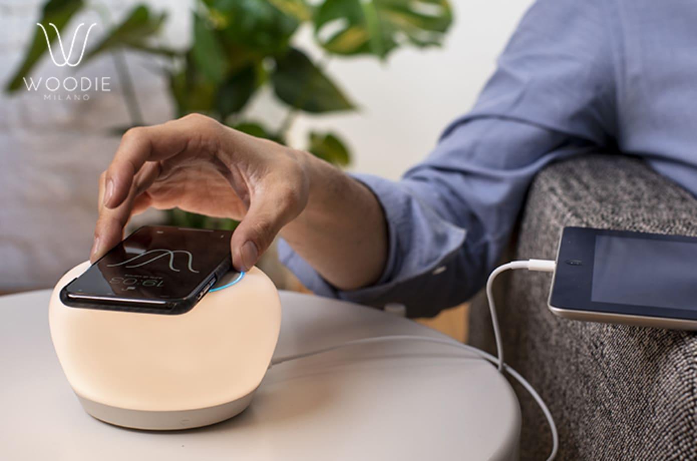 Qiワイヤレス充電+Bluetoothスピーカー+Alexa+LEDランプでデスクの上もスッキリ「Luna Smart Lamp」